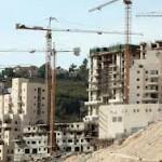 Due giovani palestinesi uccisi e 1.122 case per coloni in più
