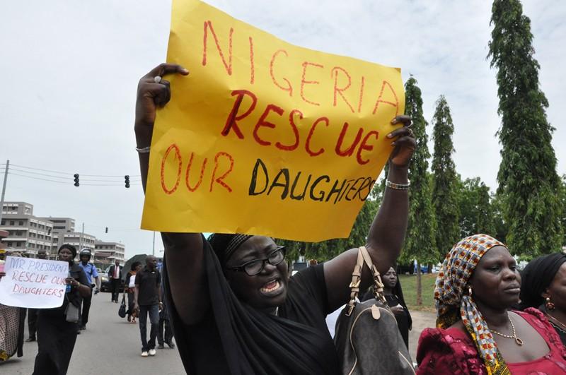 Una madre chiede che le autorità nigeriane facciano di tutto per salvare le studentesse rapite