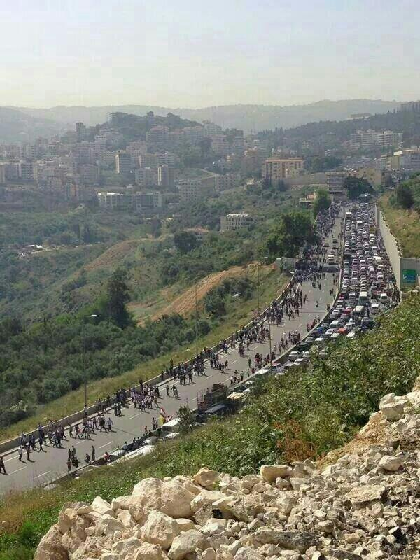 Siriani si recano a votare all'Ambasciata siriana a Beirut (Fonte: tweet di Jad Rayes)