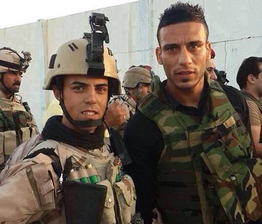 A destra Ali Adnan con l'uniforme militare