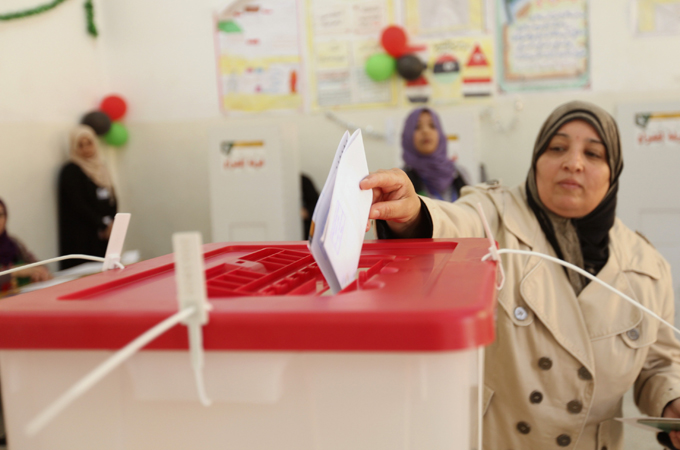 Una donna libica al voto alle elezioni del 2012 (Foto: Reuters)