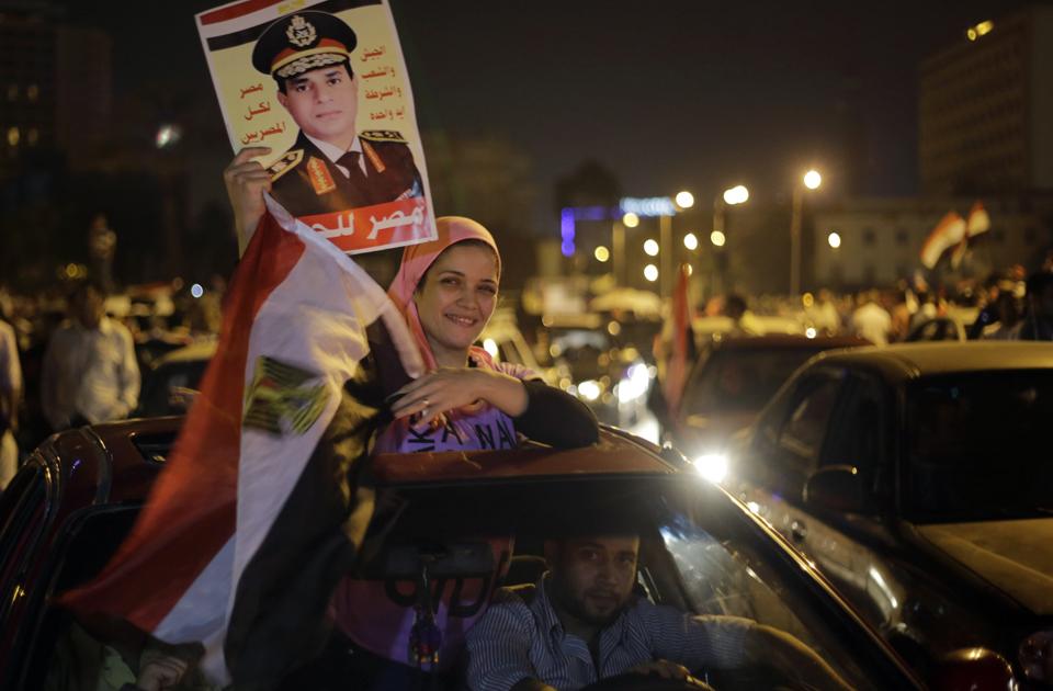 Celebrazioni per il neo presidente Al Sisi in Piazza Tahrir (Foto: AP)