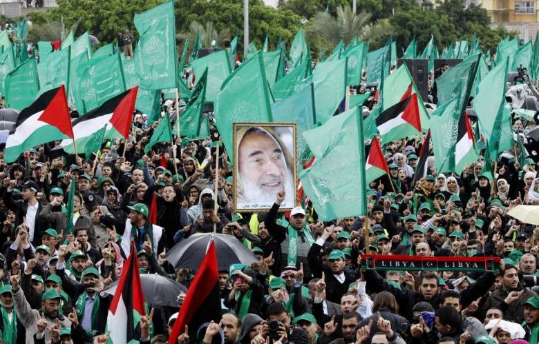 Sostenitori di Hamas a Gaza City, 8 dicembre 2012, per commemorare il 25esimo anniversario della fondazione del movimento (Foto Reuters/Ahmed Jadallah)