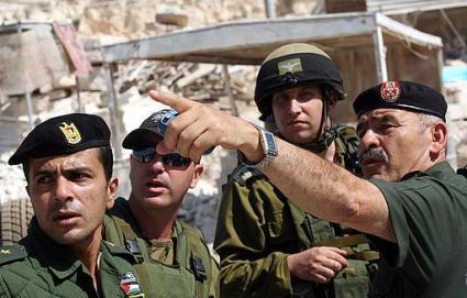 Forze militari israeliane insieme a quelle palestinesi
