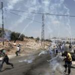 TERRITORI OCCUPATI PALESTINESI. Scontri e rastrellamenti dell'esercito, ucciso un adolescente a Tulkarem