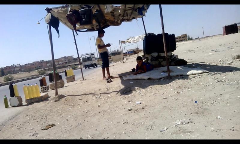 Al-Hasakeh (Syria) - Child selling oil - by Alan Ali