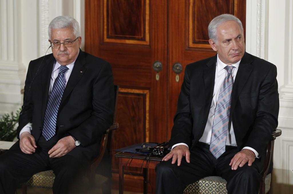Il presidente dell'Anp Abu Mazen con il premier israeliano Netanyahu