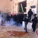 GERUSALEMME. Coloni entrano ad Al Aqsa scortati dalla polizia. Scontri con i palestinesi