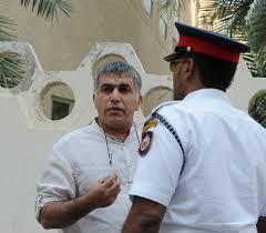 Nabeel Rajab fuori da un tribunale di  Manama nel 2010. Foto Mazen Mahdi/EPA