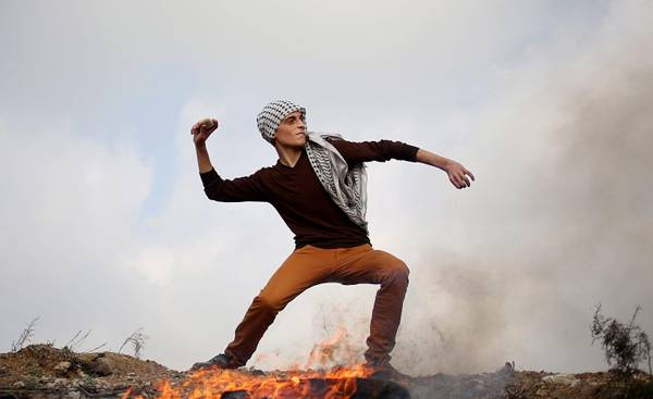 Palestinians clash with Israeli forces near Nahal Oz crossing