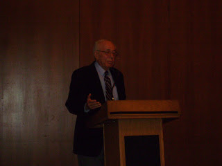 Sasson Somekh durante una conferenza
