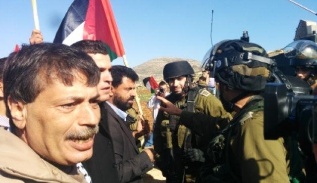 Il ministro Abu Ein durante la manifestazione di oggi, prima della sua morte