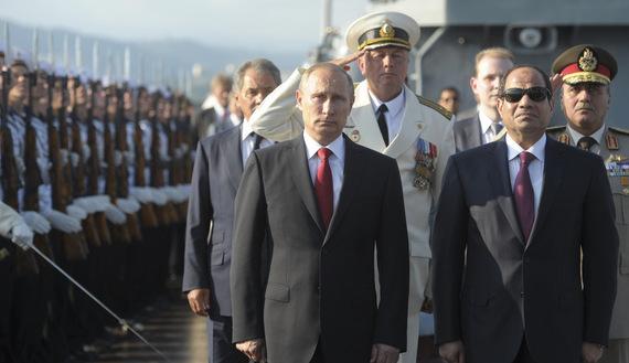 Vladimir Putin (a sinistra) con il presidente egiziano Abdel-Fattah al-Sisi a Sochi il 12 agosto scorso (Foto: Reuters/Alexei Druzhinin)