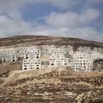 CISGIORDANIA.  Uccisi tre palestinesi e due coloni. Arrestato attivista italiano