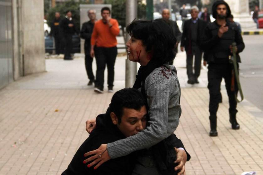 Il momento della morte dell'attivista egiziana Shaimaa al-Sabbagh (Foto: Islam Oslam—Youm El Sabea/Reuters)