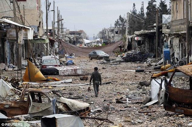 Tra le macerie di Kobane (Foto: Reuters)
