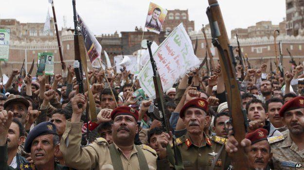 Protesta, ieri, degli Houthi a Sana'a (Foto: AP)
