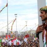 VIDEO/FOTO. Un milione di kurdi festeggiano il Newroz e la lotta di liberazione