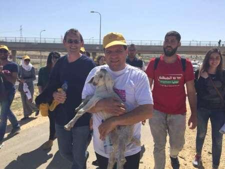 Il leader della Lista Araba Unita, Ayman Odeh. Alle sue spalle sulla sinistra il deputato comunista Dov Chenin. foto dal sito i24