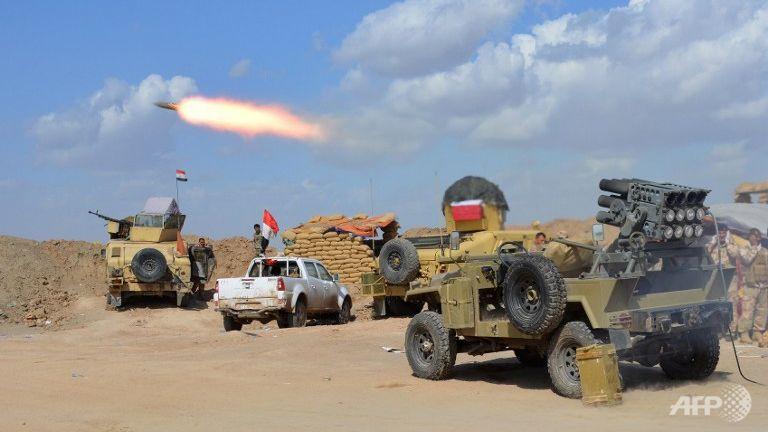 L'esercito iracheno a Diyala lancia razzi verso Tikrit (Foto: AFP/Younis Al-Bayati)
