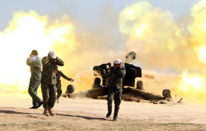 Unità di mobilizzazione popolare aprono il fuoco contro l'Isis vicino Tikrit il 28 febbraio scorso (Foto: AFP/Ahmad al-Rubaye)