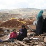 """Raid israeliano nel villaggio beduino della """"Scuola di Gomma""""."""
