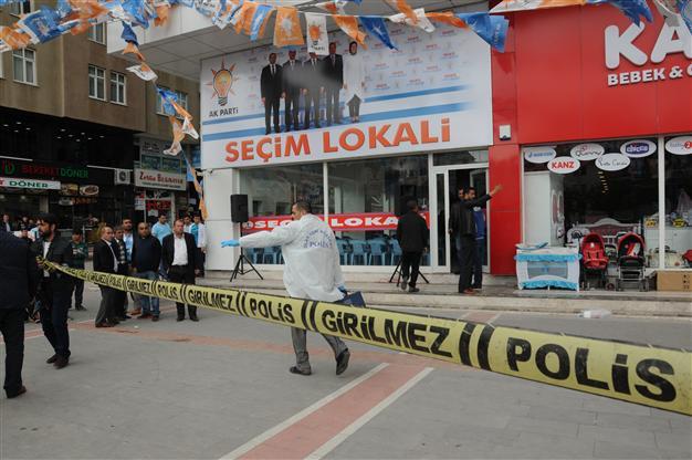 L'ufficio dell'Akp attaccato ieri a Batman (Foto: AA)