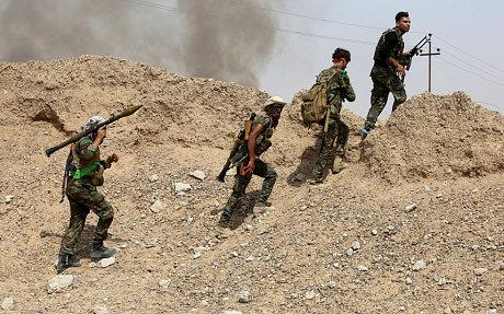 Milizie paramilitari sciite nella provincia di Anbar (Foto: Reuters/Stringer)