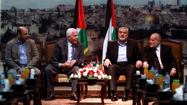 Aprile 2014: incontro tra i leader di Hamas and Fatah durante i negoziati per l'unità (Foto: Abed Rahim Khatib/Flash90)