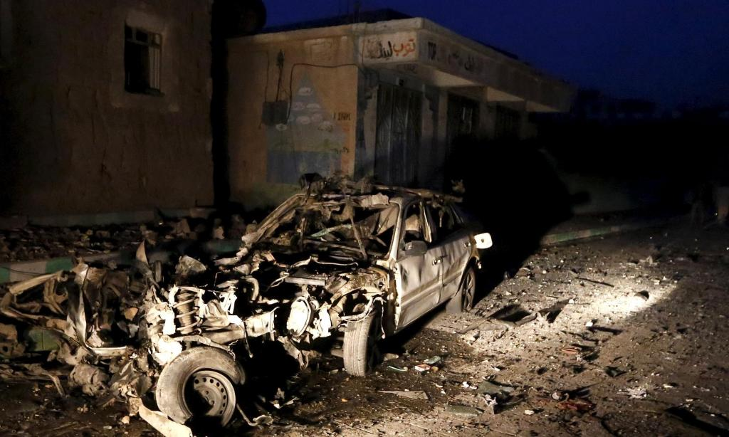 Una delle auto esplose ieri a Sana'a (Foto: Reuters)