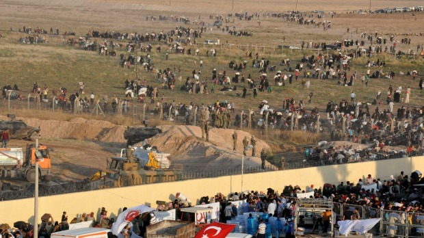 Rifugiati in fugada Tal Abyad (Foto: Reuters)