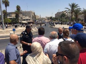 Polizia israeliana controlla i palestinesi in entrata nella Città Vecchia di Gerusalemme (Foto: Michele Giorgio/Nena News)