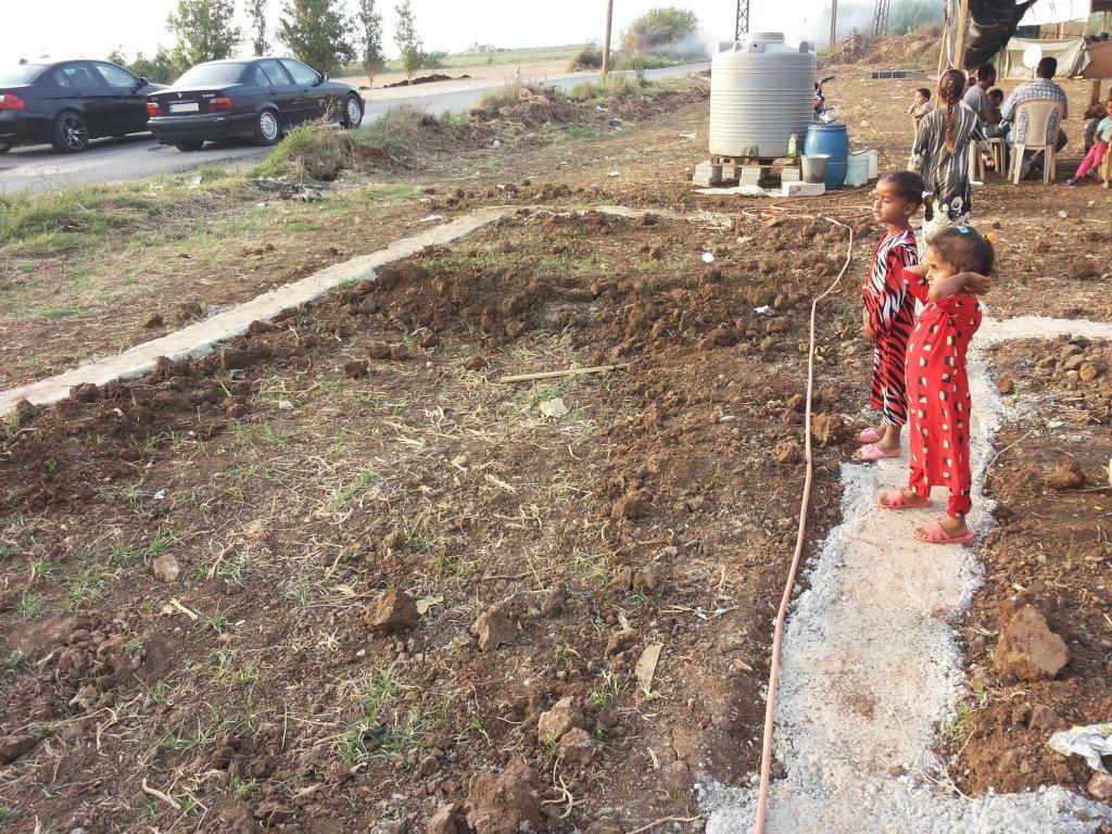 Bambine siriane in un campo profughi non ufficiale in Libano (Foto: Operazione Colomba)