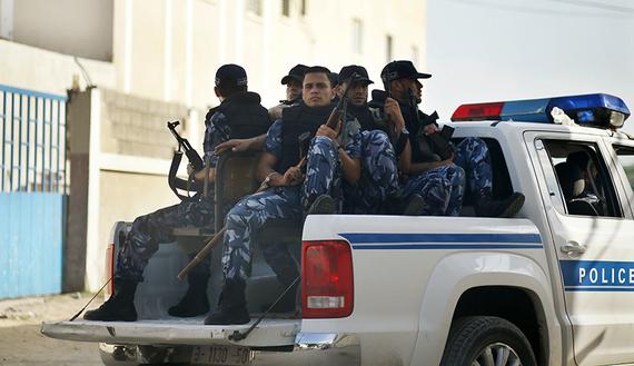 Poliziotti di Hamas a Gaza (Foto:REUTERS/Mohammed Salem. Source: al-Monitor)