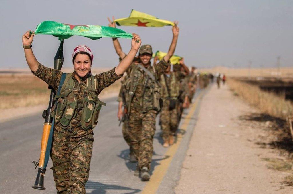 Combattenti kurde a Tal Abyad (Foto: Reuters)