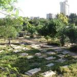GERUSALEMME. Negozi, hotel e parcheggi al posto del cimitero di Mamilla