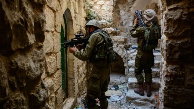Soldati israeliani a Hebron. foto Flash 90
