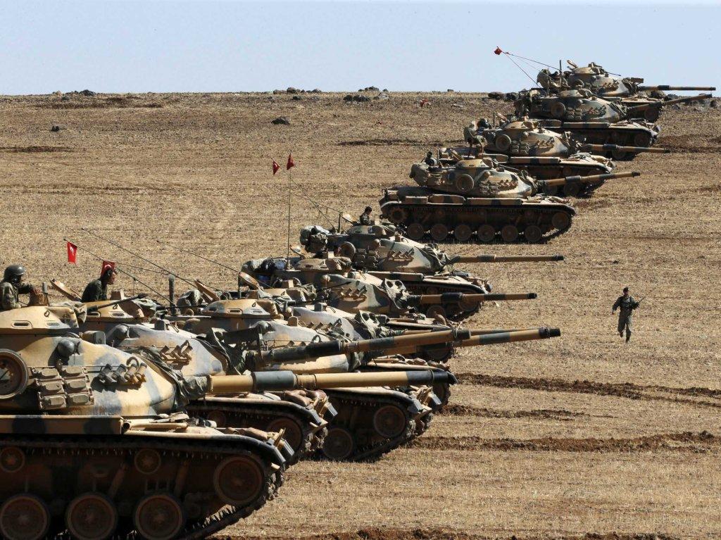 Carri armati turchi al confine con la Siria - © Reuters