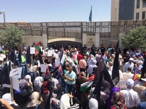 Manifestazione alla ede Onu di Ramallah (Foto: Michele Giorgio/Nena News)