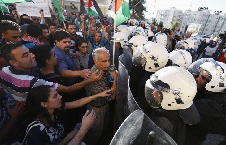 Manifestazioni di protesta contro l'Anp (Foto: Reuters)