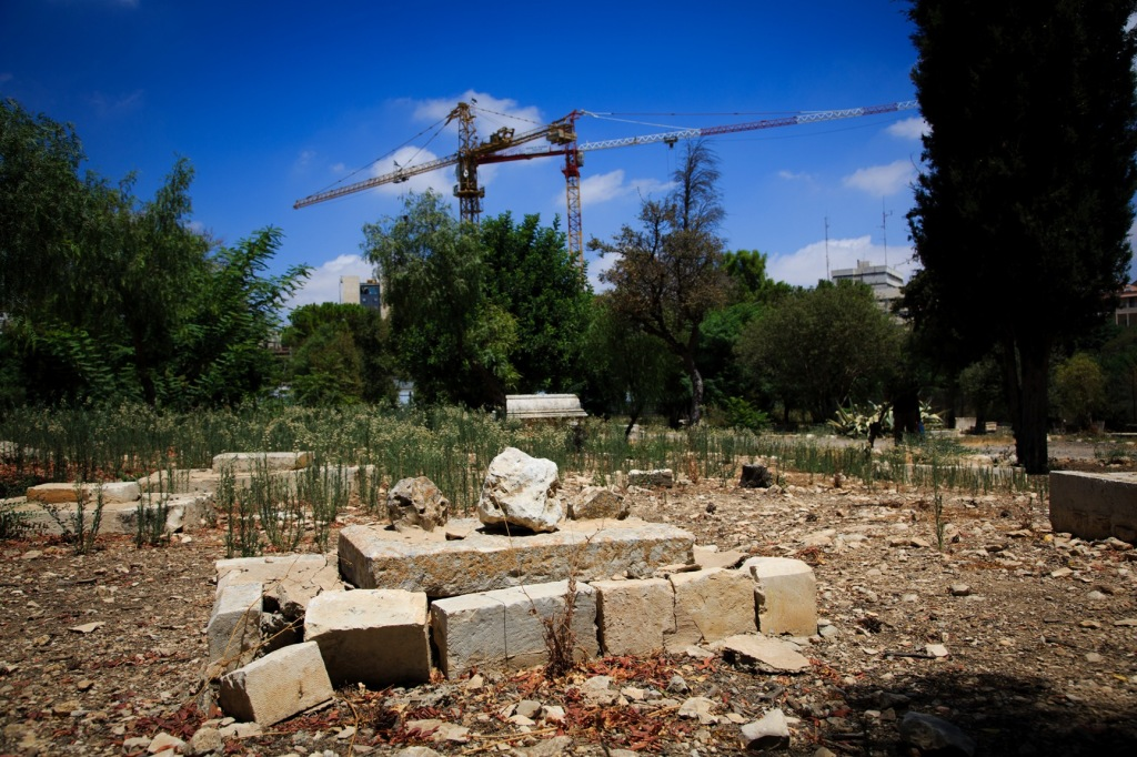 Tombs in the historic Mamilla cemetery in West Jerusalem. In the background the construction site of the Israeli Museum of Tolerance set to open in 2017. (Photo: Pablo Castellani)