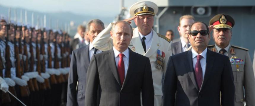 Il presidente egiziano al-Sisi durante una visita a Mosca e al presidente russo Putin (Foto: Dpa)