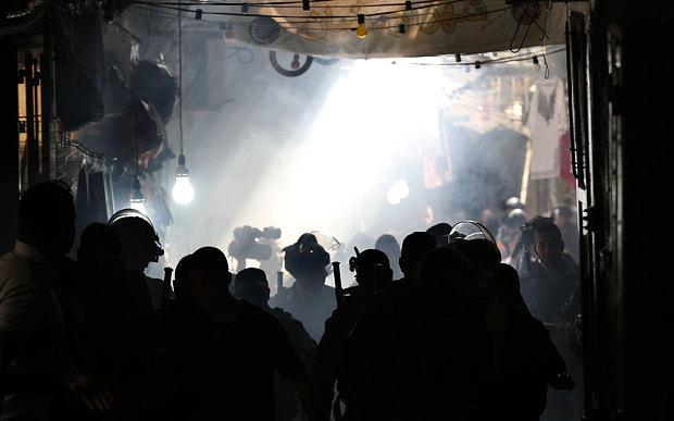 Scontri all'ingresso della Spianata delle Moschee (Foto: Getty Images)
