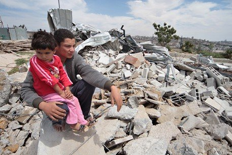 Casa demolita da Israele nel villaggio di Al-Khader, a Betlemme (Foto: MaanImages/Luay Sababa)