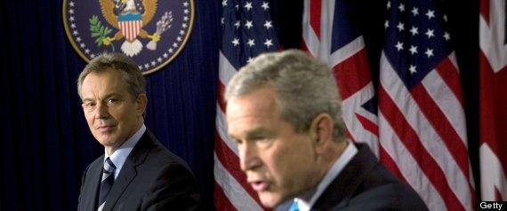 L'ex premier britannico Blair con l'ex presidente Usa Bush (Foto: Brendan Smialowski/Getty Images)