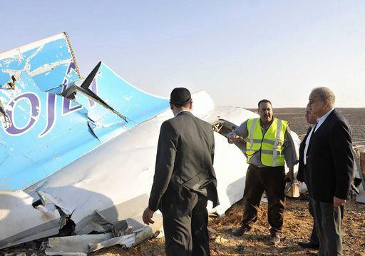 Resti dell'aereo russo di linea caduto nel Sinai.