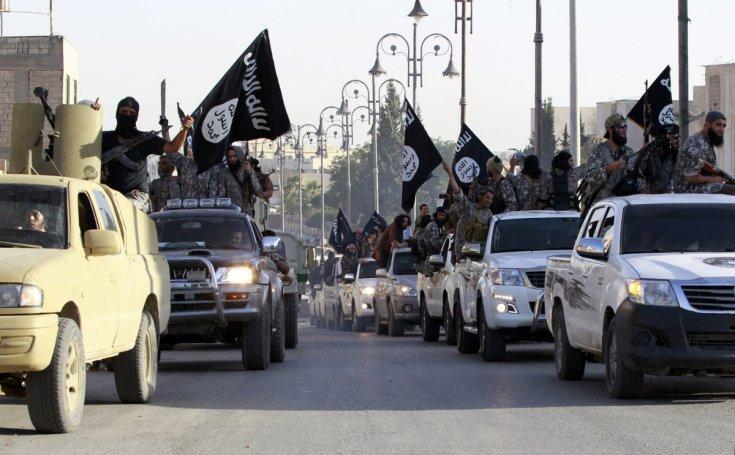 I miliziani dello Stato islamico sfilano a Raqqa (Archivio). Foto: Reuters