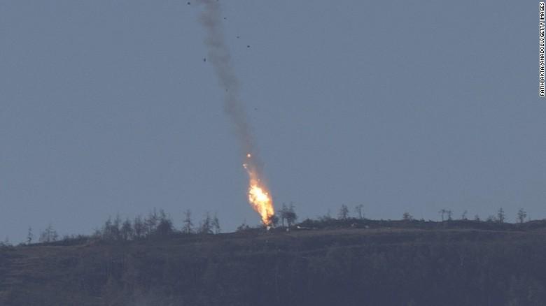 Il jet russo abbattuto ieri dall'aviazione turca (Foto: Fathi Akta/Anadolu//Getty Images)