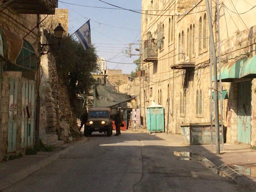 Shuhada Street, la principale via di Hebron chiusa per ordine militare dal 2000 (Foto: Michele Giorgio)