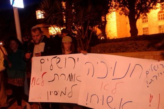 Gerusalemme. La manifestazione di Gopstein un mese fa al YMCA contro l'albero di Natale (foto da Twitter)